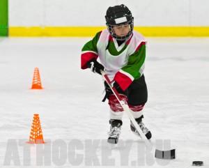 Обучение детей катанию на коньках