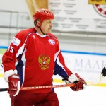 Тренер по хоккею Александр Якушев.