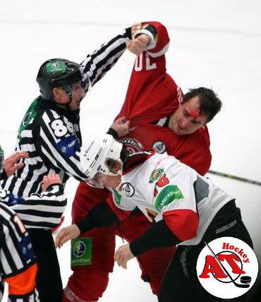 Почему в хоккее судьи разрешают драться