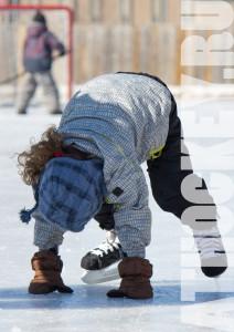 Обучение катанию на коньках в школе хоккея AtHockey.ru
