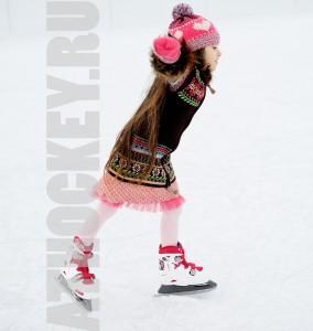 Обучение детей катанию на коньках с тренером: AtHockey.ru
