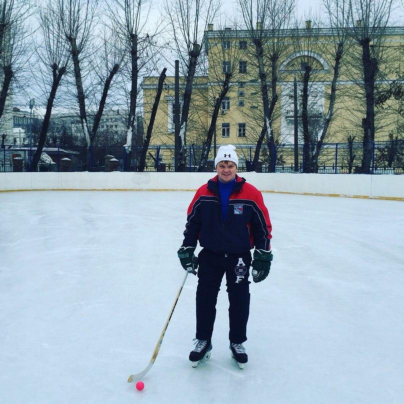 Тренер по хоккею Алексей Комлев